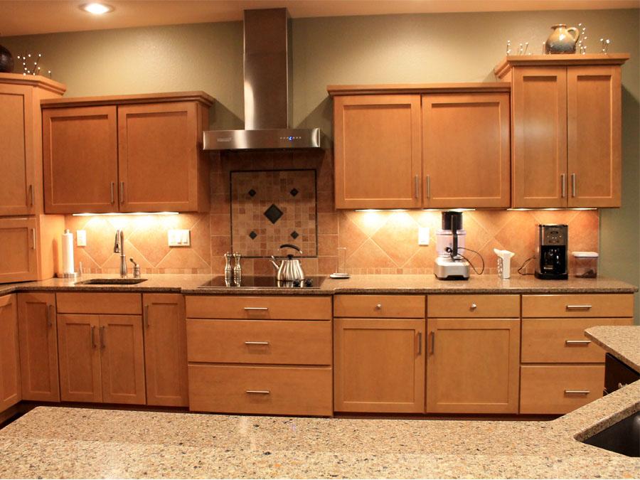 Light Maple Kitchen, Quartz Countertops